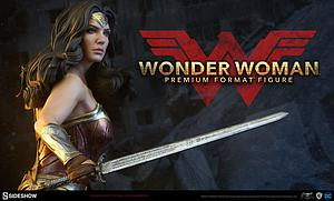 Wonder Woman Premium Format Figure (Exclusive with Shield)