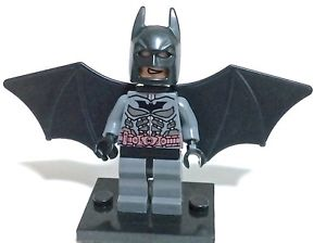 DC Comics SuperHeroes Minifigure: Batman (Grey with Wings)