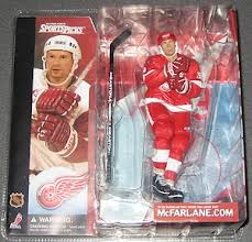 NHL Sportspicks Series 1 Steve Yzerman (Detroit Red Wings) Red Jersey