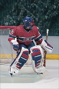 NHL Sportspicks Series 1 Jose Theodore (Montreal Canadiens) Red Jersey No Logo on Bottle (Sub-standard)